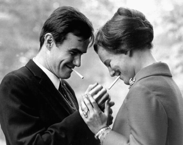 UNG KJÆRLIGHET: Prins Henrik og dronning Margrethe møttes i Londons pulserende byliv i 1965. Her er de avbildet i 1967. Foto: NTB Scanpix