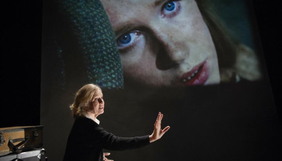LIVSMINNER: Liv Ullmann x 2 i «Liv». Foto: Erik Berg, Riksteatret
