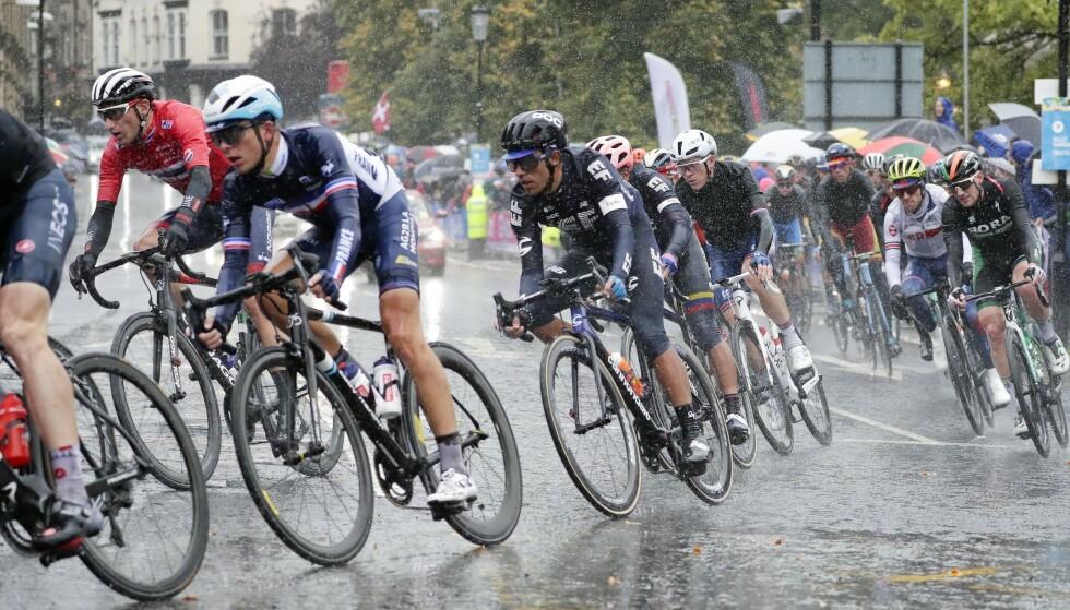 VÅTT OG KALDT: Det ble en kraftanstrengelse for rytterne i VM. Foto: Manu Fernandez/AP/NTB Scanpix