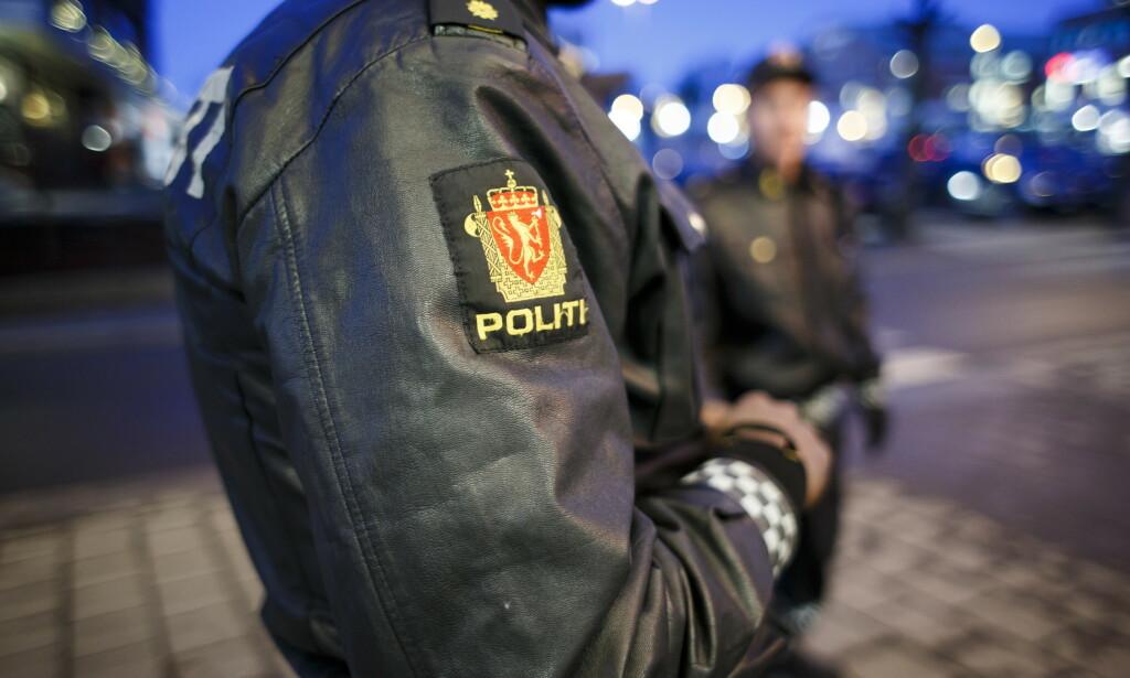 ADVARER: Politiet har hjulpet flere tenåringer hjem etter en «dekkslippfest» i Sørkedalen i helga. De advarer foreldre mot å la ungdommen være med på disse festene som skal være preget av mye alkohol, slåssing og narkotika. Illustrasjonsfoto: Heiko Junge / NTB Scanpix