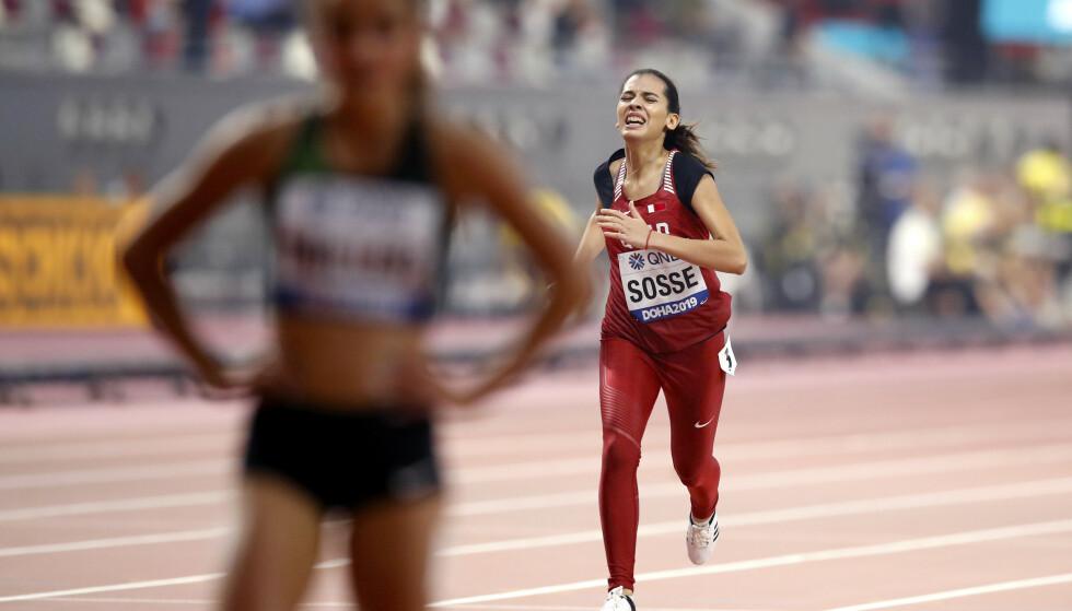 SLITEN: Qatars Kenza Sosse endte siste av samtlige på 400 meter for kvinner. Foto: NTB scanpix