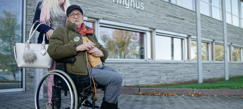 Wineke (69) ble kastet ut av rullestolen sin