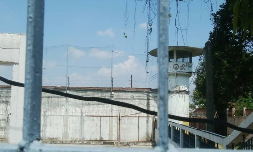 KLASSESYSTEM: Fengselet Bang Kwang i Thailand skal egentlig ikke romme mer enn 3500 innsatte. I dag soner det rundt 8000 mennesker i fengselet hvor klassesystemet bestemmer hvor mye mat du får og hvor du får sove. - Dersom du tilfeldigvis befinner deg på den endre enden av skalaen, kan du ende opp med å gjøre nedverdigende ting for å overleve. Foto: Jesse Moskel
