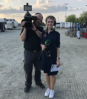 SOMMERJOBB: I sommer fikk hun forsøke seg som kommentator på hestekanalen Rikstoto Direkte. Det var så vellykket at hun fortsatt får oppdrag. Foto: privat