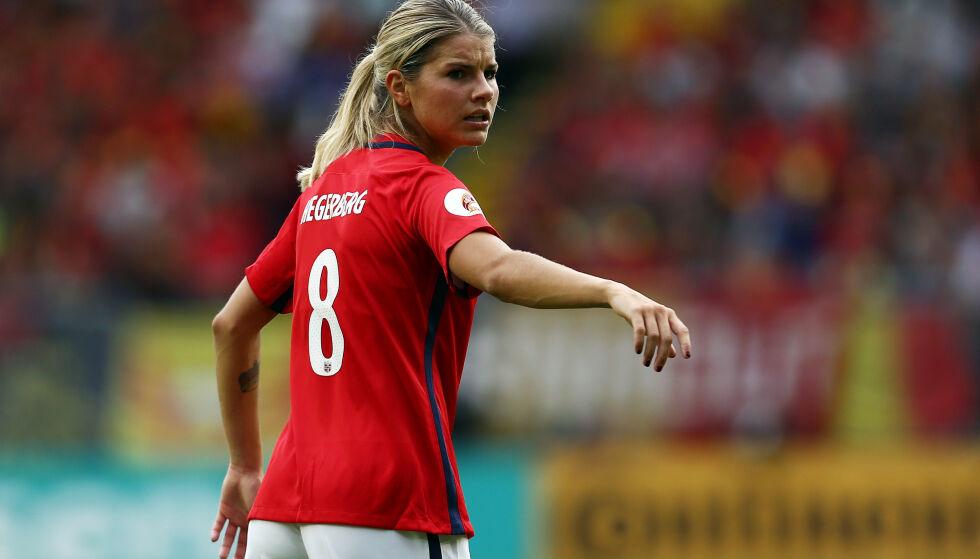 UTE: Andrine Hegerberg har ikke spilt på landslaget siden EM-fadesen i Nederland i 2017. Her fra kampen mot Belgia i Breda. Foto: Matt West/REX/NTB Scanpix