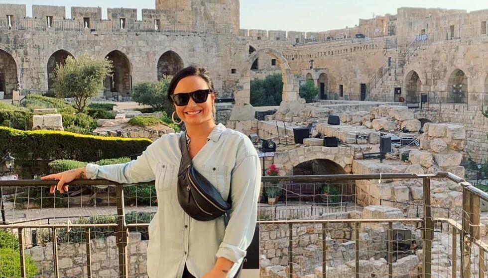 ANGRET: Demi Lovato var nylig på en «spirituell» reise til Israel, der hun ble døpt i elva Jordan og var innom Jerusalem. Det fikk hun massive mengder kritikk for. Foto: Demi Lovato / Instagram