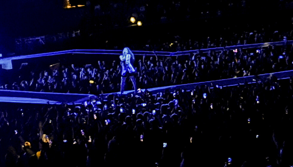 UTSOLGT: Ariana Grande spilte foran 25 000 publikummere i Telenor Arena torsdag kveld. Foto: Tipser