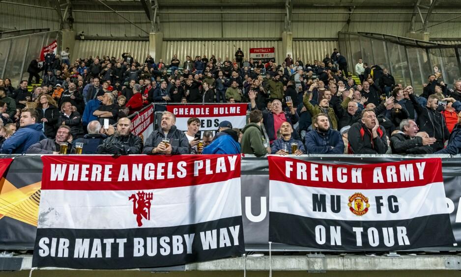 TILREISENDE: Rundt 750 Manchester United-supportere hadde tatt turen til Cars Jeans Stadion i Haag torsdag. Foto: NTB Scanpix