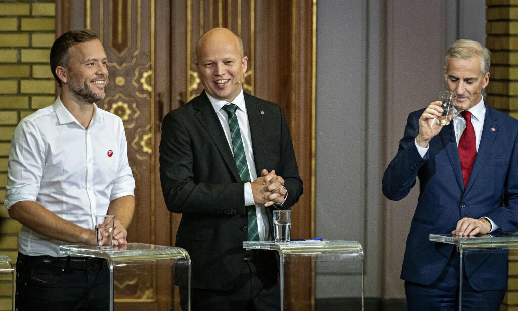 GLISER BREDEST: Analysen viser at Senterpartiet og Trygve Slagsvold Vedum (i midten) har de mest lojale velgerne. Her fra partilederdebatten valgnatta sammen med SV-leder Audun Lysbakken (t.v.) og Ap-leder Jonas Gahr Støre. Foto: Bjørn Langsem