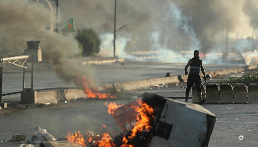 VOLDELIG: Dødstallene vokser etter de voldelige sammenstøtene mellom demonstranter og sikkerhetsstyrker i Irak. Foto: AP Photo/Hadi Mizban
