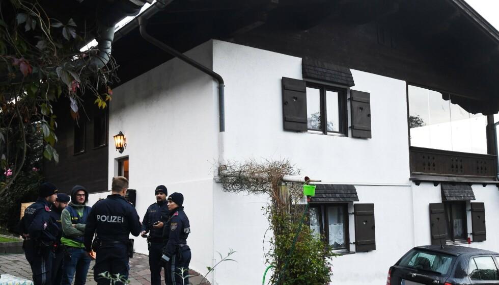 ÅSTED: Politi utenfor huset i Kitzbühel i Østerrike. der fem mennesker ble drept natt til søndag. Foto: Zoom.tirol/AFP/NTB Scanpix.