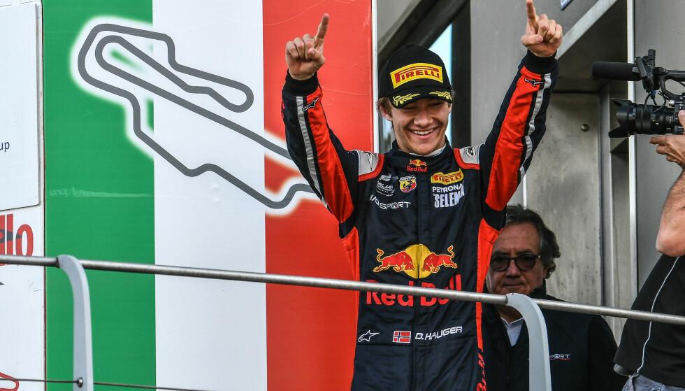 JUBLET: Dennis Hauger kunne juble etter to nye løpsseire og sammenlagttriumf totalt i det italienske F4-mesterskapet på Mugello. Foto: Red Bull