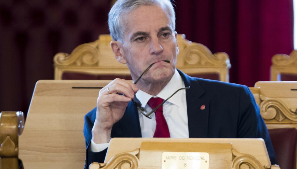 KRITISK: Arbeiderpartiet og Jonas Gahr Støre mener regjeringen kutter for lite i klimautslipp og er kritisk til den sosiale profilen i budsjettet. Foto: Terje Pedersen / NTB Scanpix