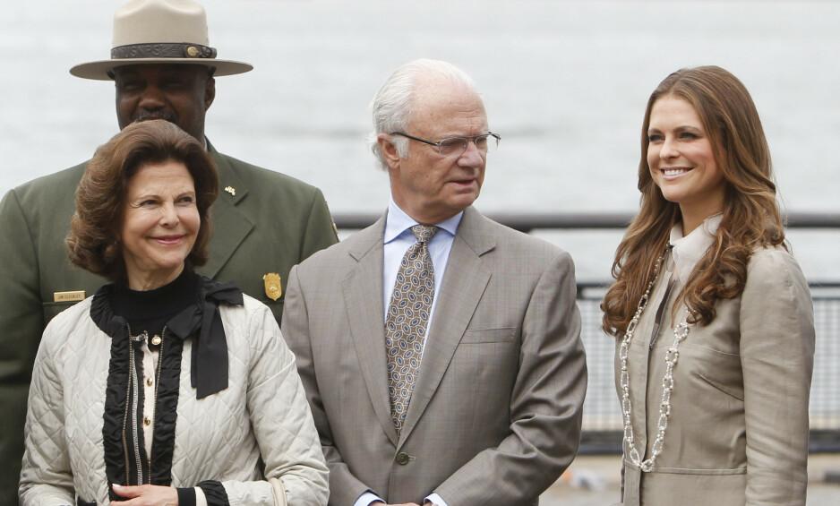 UT AV FAMILIEN: Det var mange som fikk seg et sjokk da det i formiddag ble kjent at prinsesse Madeleine og prins Carl Philips barn ikke lenger skal regnes som kongelige. Foto: NTB Scanpix