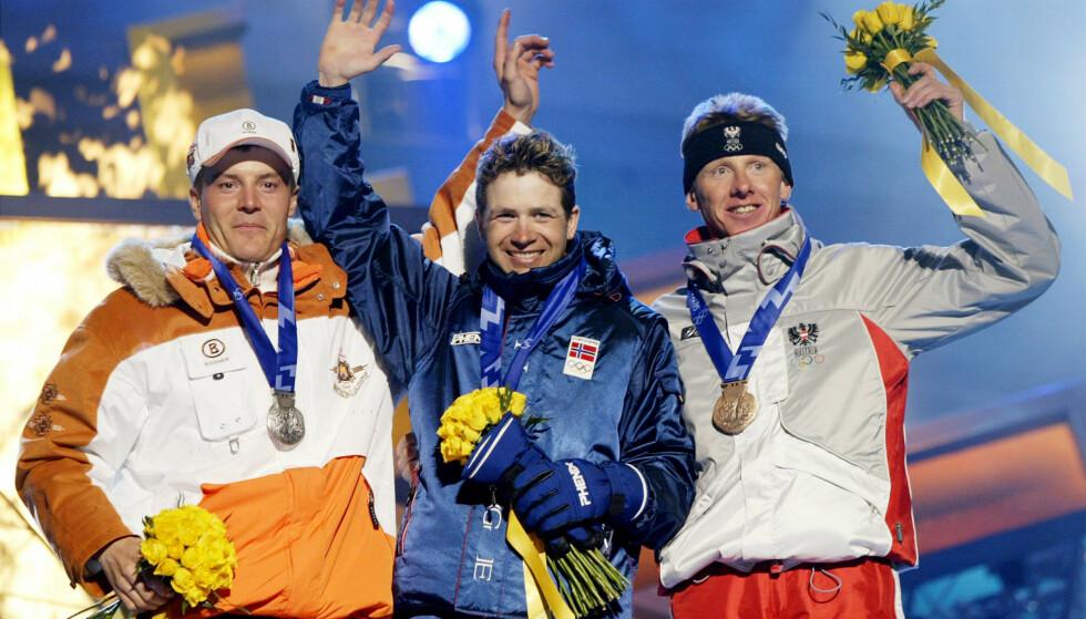 AVSLØRT: Wolfgang Perner (til høyre) sikret seg OL-medalje i 2002. Her står han sammen med Sven Fischer (til venstre) og Ole Einar Bjørndalen etter sprinten i Salt Lake City. Foto: NTB Scanpix