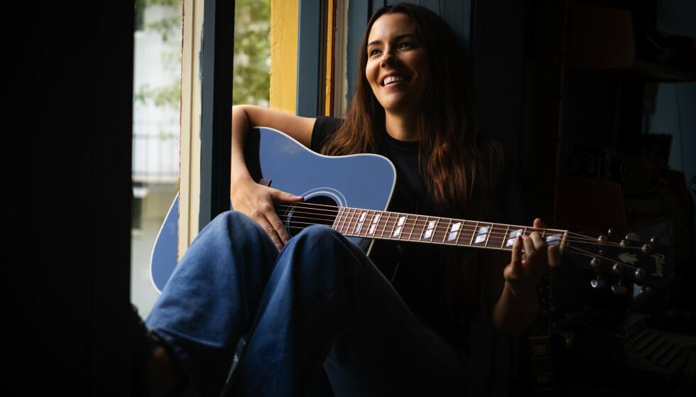 PÅ NORSK: Marion Ravn debuterer på norsk på sitt første album på fire år. Det gjør hun klokt i, mener vår anmelder.