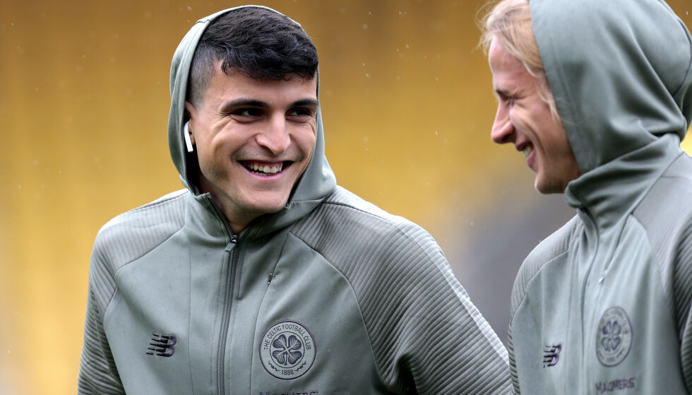 SMILER IGJEN: Mohamed Elyounoussi med Celtic-lagkamerat Moritz Bauer. Foto: NTB Scanpix