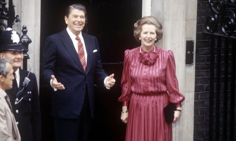FAVORISERER OG STRAFFER. 40 år etter Ronald Reagan og Margaret Thatcher's æra, har en hel generasjon vokst opp under nyliberal økonomi og tenkemåten som hører til. Og nyliberalismen favoriserer visse personlighetstrekk og straffer andre, skriver kronikkforfatter. Her tar Thatcher imot Reagan i Downing Street i juni 1984. Foto: Herbie Knott / REX / NTB Scanpix