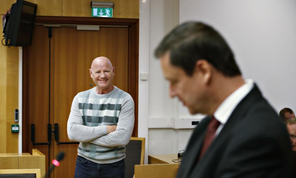 I RETTEN: Jan Erik Iversen mente John Christian Elden sto som en gardist da han sto og ventet på at retten skulle bli satt. Foto: Henning Lillegård
