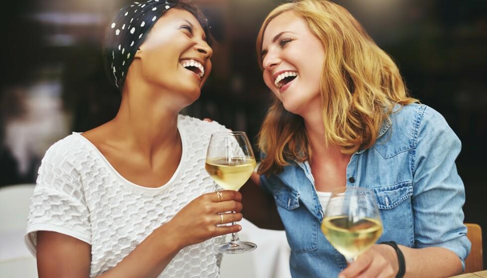 GOD STEMNING: Blant de hvite vinene under kr 120,- hos Heinemann er det flere velkjente produsentnavn. Foto: Shutterstock / NTB Scanpix