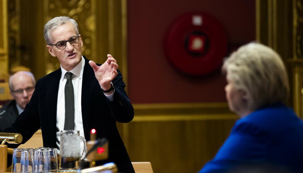 DUELL I STORTINGET: Ap-leder Jonas Gahr Støre og statsminister Erna Solberg (Høyre) barket sammen under den muntlige spørretimen i Stortinget i går. Stør Foto: Berit Roald / NTB scanpix