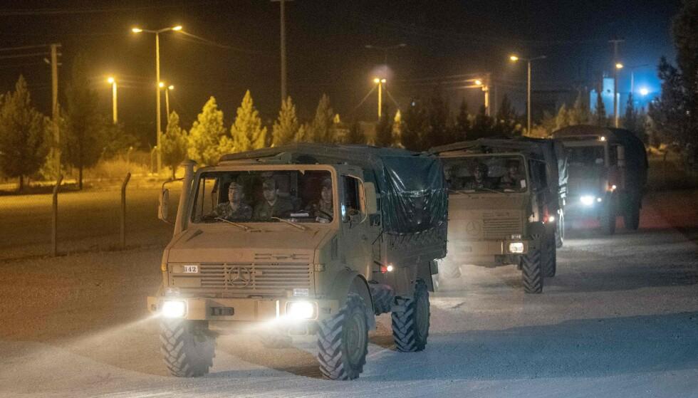 INN I SYRIA: Tyrkiske bakkestyrker tok seg onsdag kveld inn i Syria. Foto: BULENT KILIC / AFP / NTB scanpix