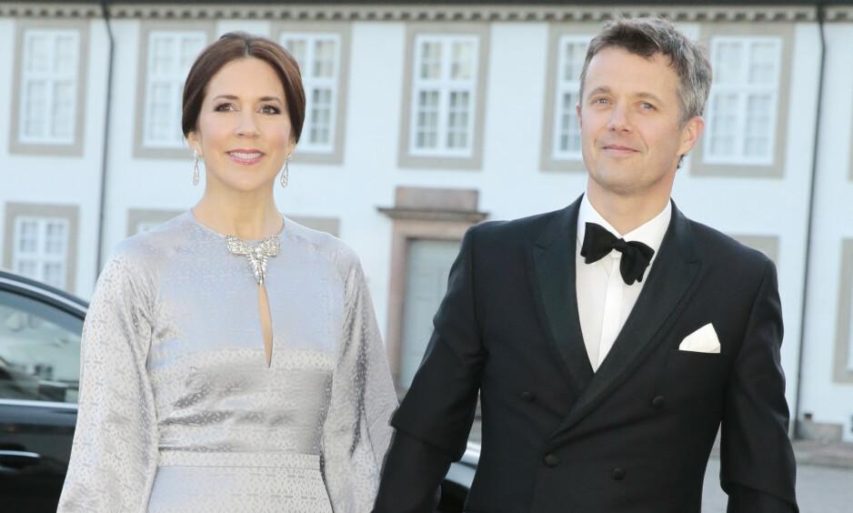 UT AV LANDET: Kronprins Frederik og kronprinsesse Mary sender deres fire barn på et midlertid skoleopphold i utlandet neste år. Foto: NTB Scanpix