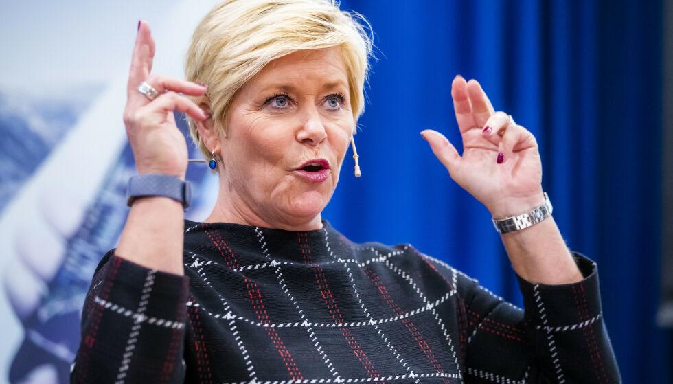 ØKTE AVGIFTER: Finansminister Siv Jensen (Frp) har sørget for redusert skatt på inntekt og formue, mens avgiftene har økt med 6,6 milliarder fram til i fjor. Foto: Håkon Mosvold Larsen / NTB scanpix