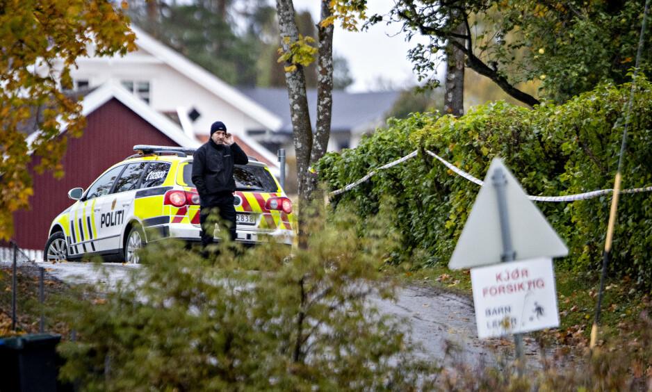 BIL: Politiet tauet inn en bil i forbindelse med at en 15-åring ble funnet kritisk skadd etter en voldshendelse i en privatbolig på Kapp i Østre Toten. Foto: Bjørn Langsem / Dagbladet