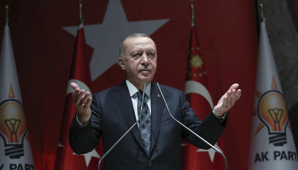 TRUER MED FLYKTNINGESTRØM: Tyrkias president Recep Tayyip Erdogan under en tale i Ankara i dag. Foto: AP