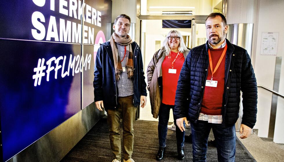 MOT EØS: Leder i Vestnorsk Transportarbeiderforening, Roger Moum (til venstre), leder i Transportarbeiderforeningen Vestfold-Telemark og leder i Oslo Transportarbeiderforening Pål Aronsen sier at EØS-avtalen har rasert norsk transportnæring, og vil stemme for å gå ut av avtalen. Her er de på vei til Fellesforbundets landsmøte. Foto: Nina Hansen/Dagbladet