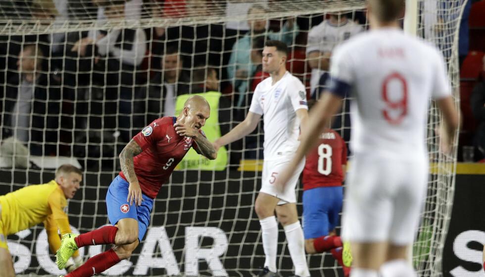 ENDTE ENGLANDS REKKE: Zdenek Ondrasek debuterte for det tsjekkiske landslaget i sin debut, samtidig som han sendte landet sitt mot neste års EM. Foran kampen hadde England vunnet 40 kamper på rad i kvalifiseringsspill. Foto: NTB/Scanpix