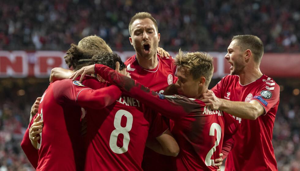 TABELLTOPP: For Danmark. Foto: Georgios Kefalas / AP / NTB Scanpix