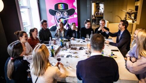 BØLGELENGDE: Det tok en time fra vinen kom i glasset til anmelderne så servitørene igjen på Bølgen&Moi.