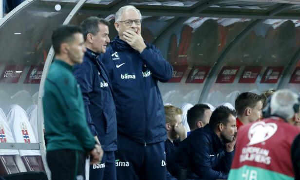 SKUFFET: Per Joar Hansen (t.v.) og Lars Lagerbäck måtte konstatere at Norge ikke strakk til mot Romania. Alt annet enn seier var ikke godt nok. Foto: Stian Lysberg Solum / NTB scanpix