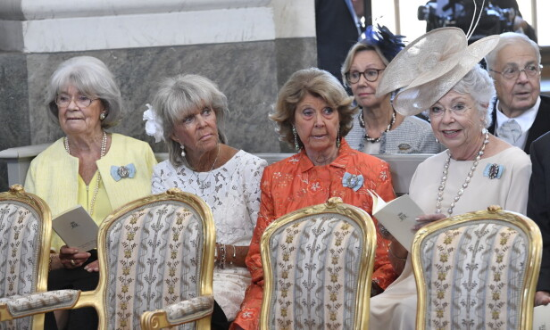 FAMILIE: Her er alle søstrene samlet til dåp, da prinsesse Adrienne ble døpt i fjor. Fra venstre ser vi prinsesse Margaretha, prinsesse Birgitta, prinsesse Désirée og prinsesse Christina. Foto: NTB scanpix