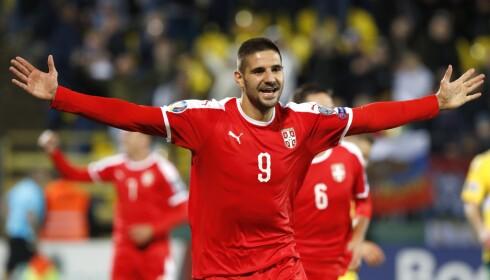 TOPPSCORER: Aleksandar Mitrovic ble toppscorer i Nations League og har scoret like mange mål i EM-kvalifiseringen som Cristiano Ronaldo fra samme gruppe. Foto: AP Photo/ Mindaugas Kulbis