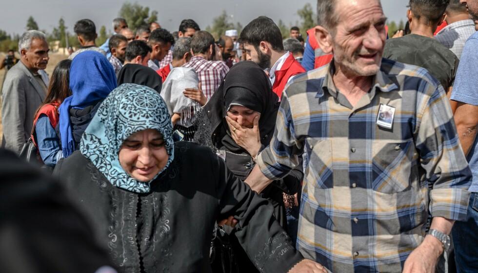 PÅ FLUKT: Konflikten i Syria har sendt 200.000 nye mennesker på flukt den siste uken. Her fra en begravelsen til den ni måneder gamle babyen Mohammed Omar som ble drept mens de var på flukt. Foto: AFP/NTB Scanpix.