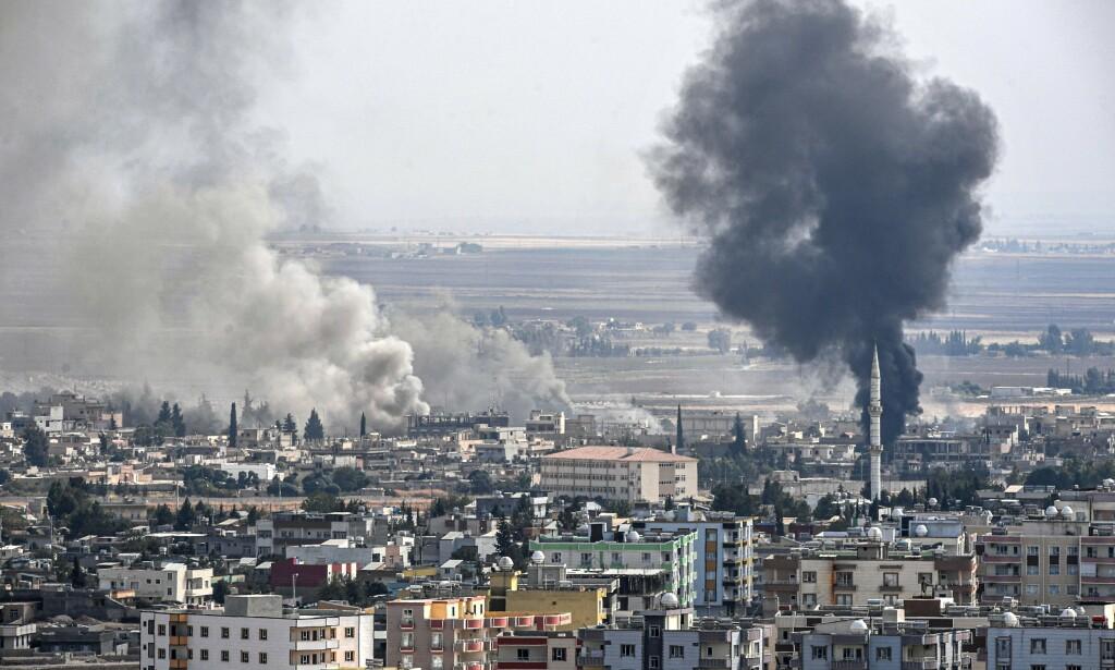 ÅTTE DAGER: Den tyrkiske offensiven hadde onsdag vart i åtte dager. Her fra byen Ras al-Ain rett over den tyrkiske grensa. Foto: AFP / NTB Scanpix