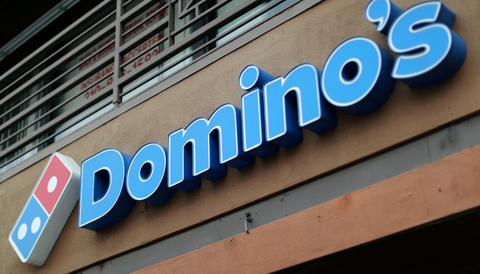 GIR SEG: I en fersk kvartalsrapport blir det klart at Domino's pizza gir seg i Norge. Foto: REUTERS/Lucy Nicholson/File Photo/NTB Scanpix.