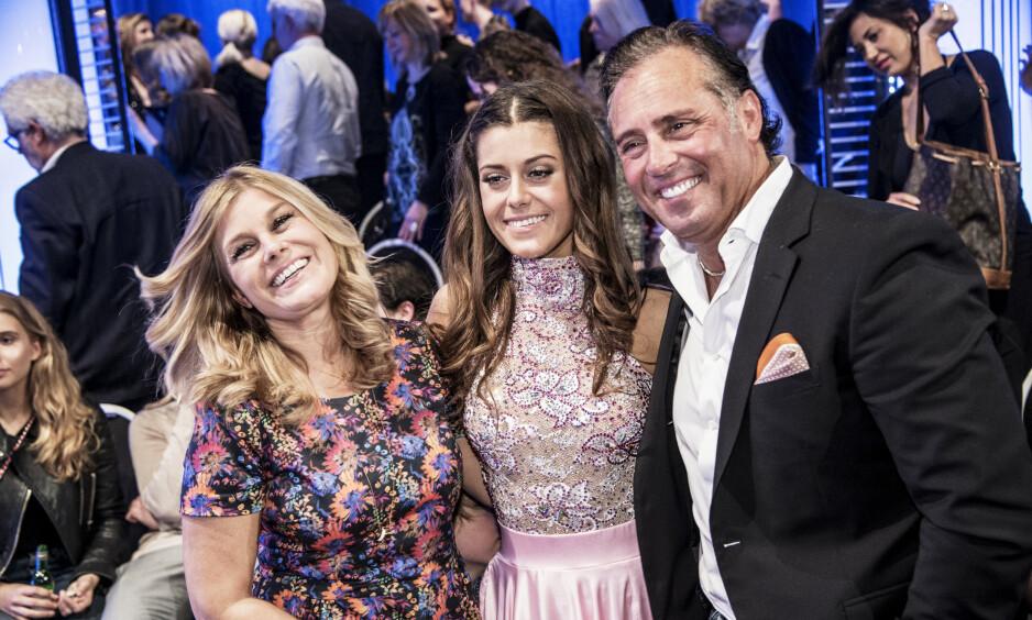 OFFENTLIG SKILSMISSE: Pernilla Wahlgren og Emilio Ingrosso sin skilsmisse fikk enorm oppmerksomhet i media. Her sammen med dattera Bianca Ingrosso i 2016. Foto: NTB Scanpix