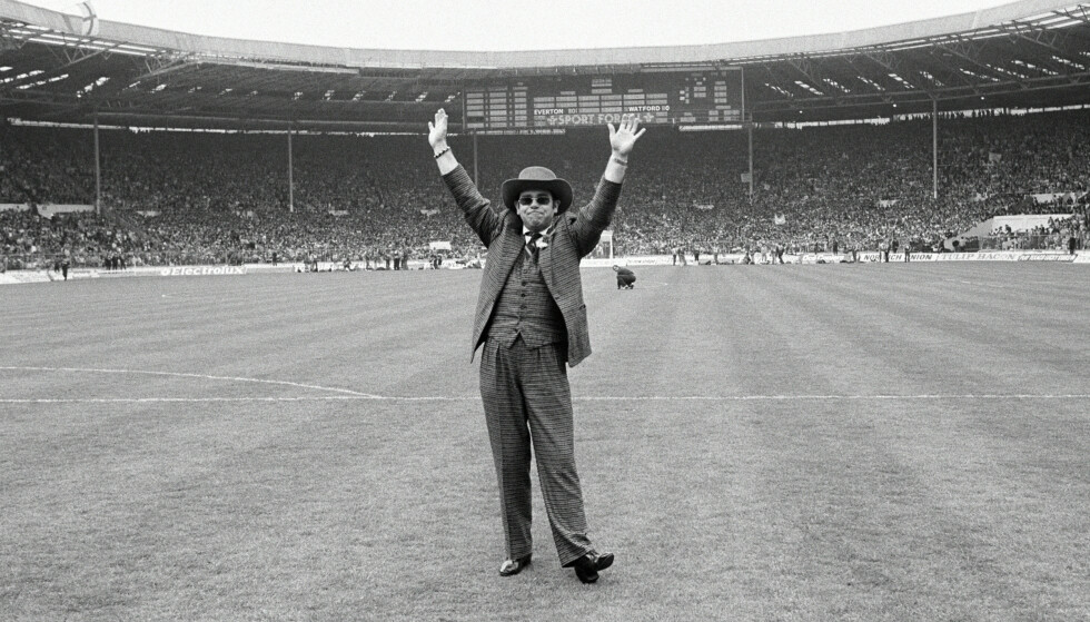 FOTBALLGAL: Elton John på Watford stadion i 1984. Foto: NTB scanpix