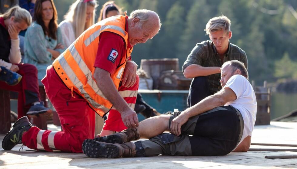 LEGEHJELP: Terje fikk legehjelp på stedet og ble seinere fraktet til sykehus. Foto: Alex Iversen / TV 2