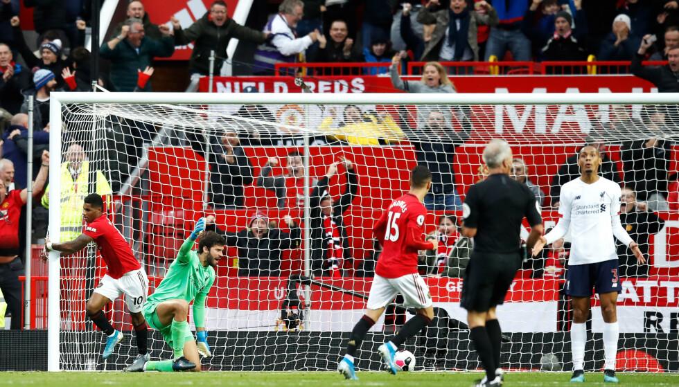 KONTROVERSIELL SCORING: Marcus Rashford setter inn 1-0 etter en perfekt kontring. Liverpool raste mot at den ble godkjent fordi Divock Origi ble felt i forkant av kontringen. Foto: NTB Scanpix