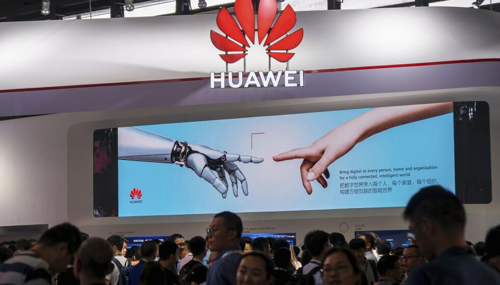 INTERNASJONAL: Ja, Huawei ble grunnlagt i Kina, og har fortsatt sitt hovedkontor der. Men vi er like fullt et internasjonalt og multikulturelt selskap med tilhørighet i alle verdensdeler, skriver Huaweis kommunikasjonssjef i Norge. Foto: Chinatopix / AP / NTB Scanpix