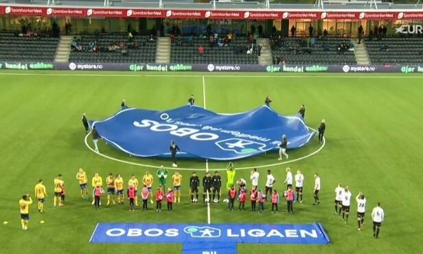 GLISSENT: Mange tomme seter på Fosshaugane Campus. Her mot Jerv søndag, som Sogndal vant 4-0. Skjermdump: Eurosport