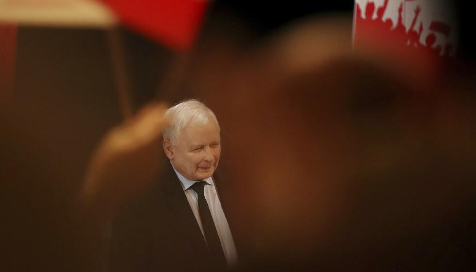 BESATT AV SEX: Polens mektige mann Jaroslaw Kaczynski. Foto: AP / NTB Scanpix
