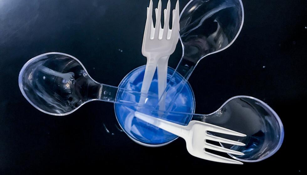 Miljødirektoratet foreslår å forby flere engangsartikler av plast i Norge. Direktoratet foreslår blant annet å forby engangsbestikk i plast. Foto: Stian Lysberg Solum / NTB scanpix