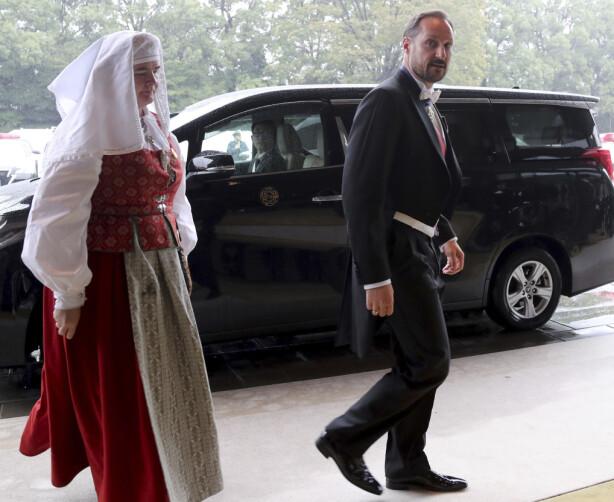 TIL STEDE: Kronprins Haakon var til stede da den høytidelige seremonien gikk av stabelen tirsdag ettermiddag i Japan. Foto: NTB scanpix