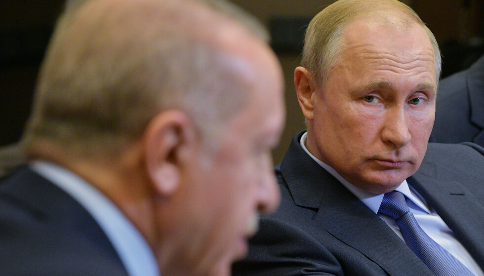 I FOKUS: Vladimir Putin sammen med Recep Tayyip Erdogan i svartehavsbyen Sotsji tirsdag kveld. Foto: Reuters / NTB Scanpix